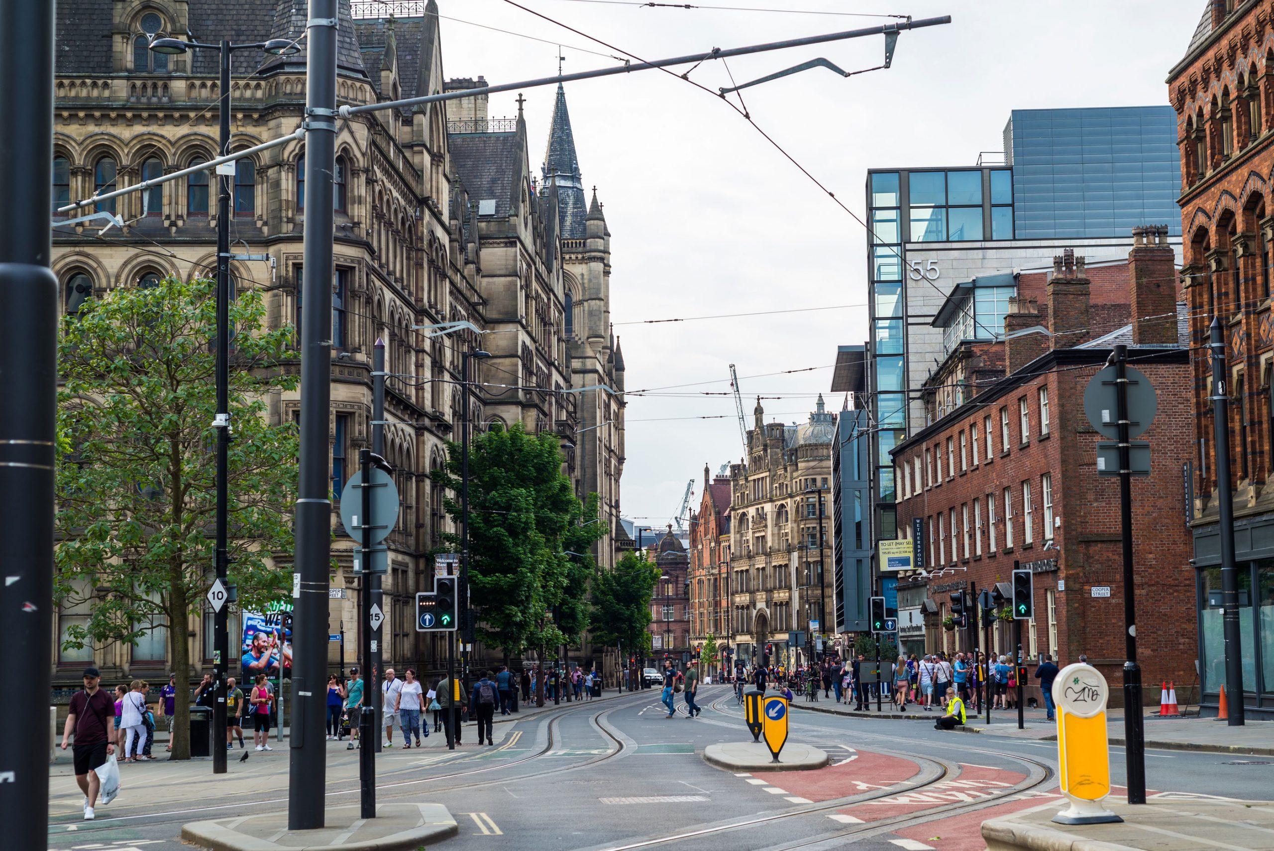 Manchester London by togreise trikk Tbane