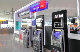 minibanker Heathrow flyplass London ta ut penger