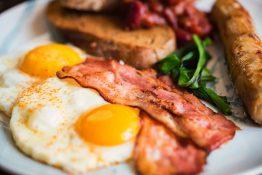 engelsk frokost tradisjonsmat England London bacon polse