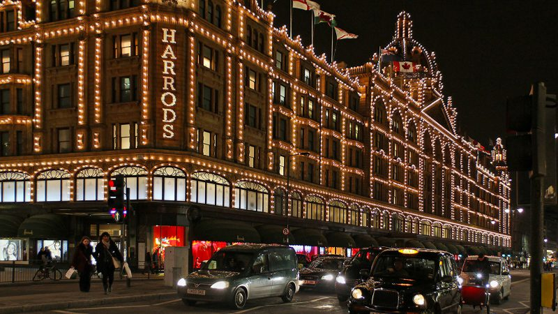 Harrods forside bygning markiser salg shopping handling London