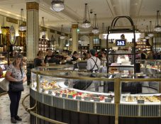 Harrods kjopesenter shopping butikk London