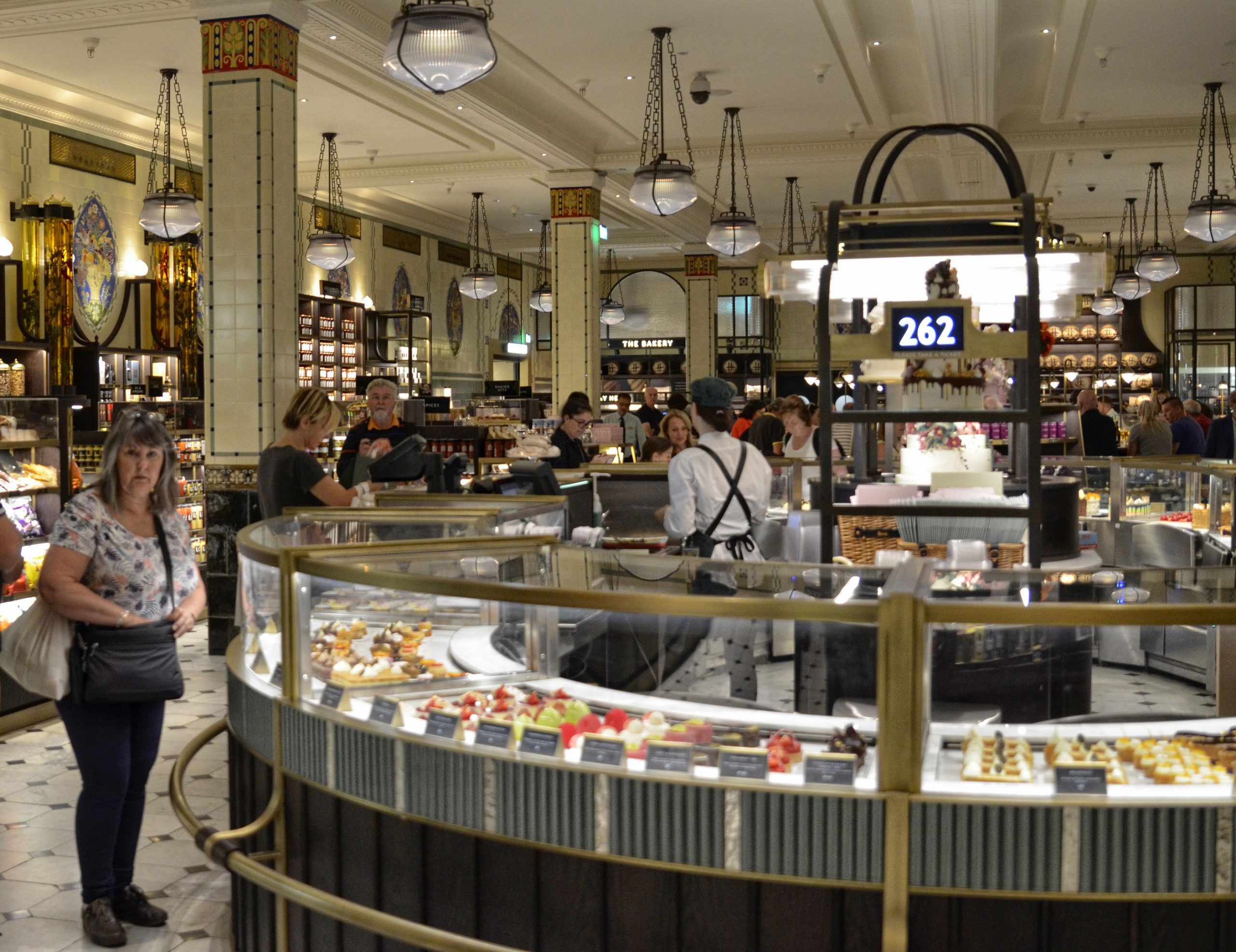 Harrods kjopesenter shopping butikk London